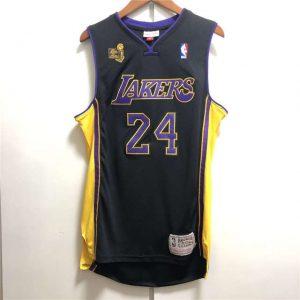 Camiseta Kobe Bryant #24 Lakers 2009-10 NBA Champions negra delante