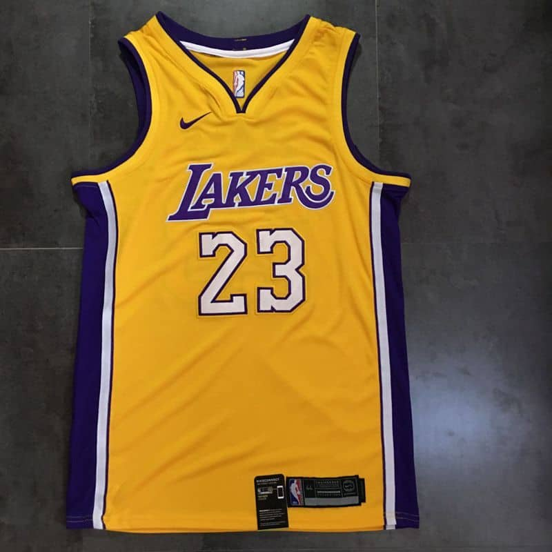 52b42e45f Camiseta LeBron James  23 Los Angeles Lakers  22